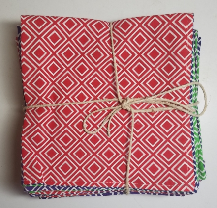 Brighten up mealtime with this delightful set of cloth napkins